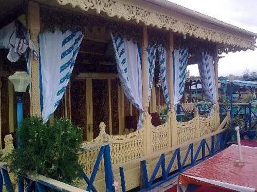 New Lucky Flower Houseboat - dream vacation