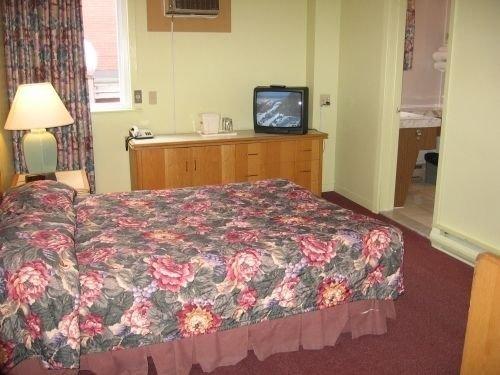 Hotel Wellington Sherbrooke Images