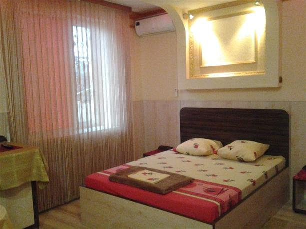 Kalinina 13 Guest House - dream vacation