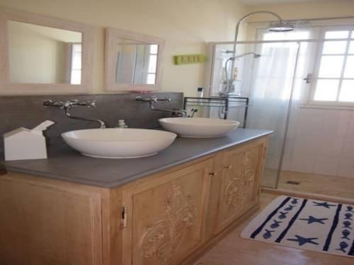 Rental Villa La Couarde Sur Mer Avec Piscine Sur Beau Jardin Clos - dream vacation