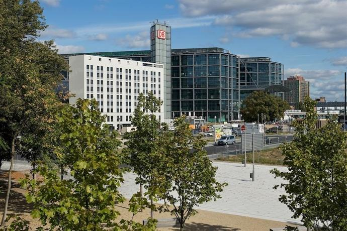 Meininger Hotel Berlin Hauptbahnhof - dream vacation