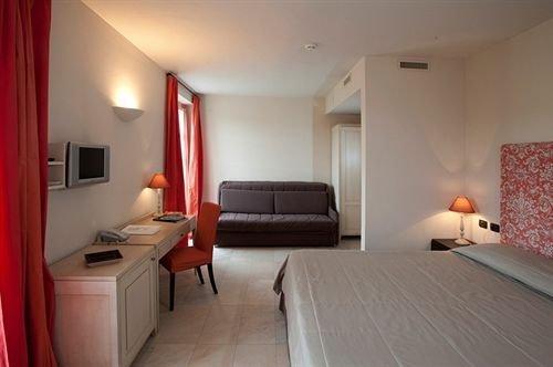 Spinerola Hotel in Cascina & Restaurant Uvaspina - dream vacation