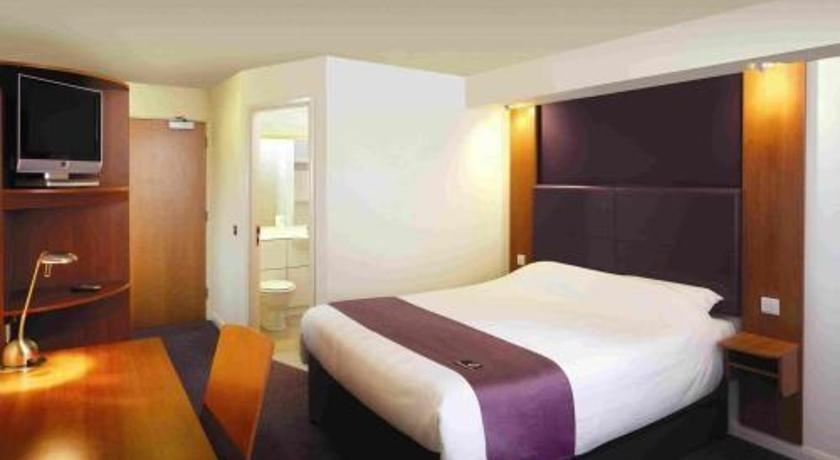 Premier Inn North Epsom - dream vacation