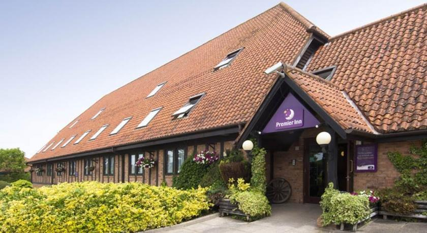 Premier Inn South Milton Keynes - dream vacation
