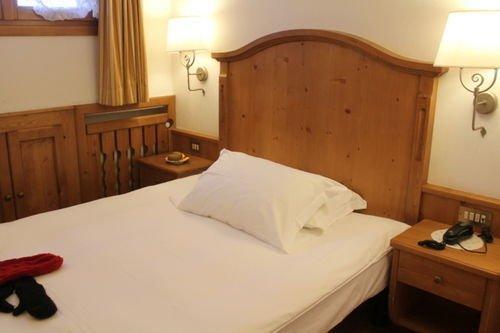 Hotel meuble royal cortina d 39 ampezzo compare deals for Meuble astoria cortina