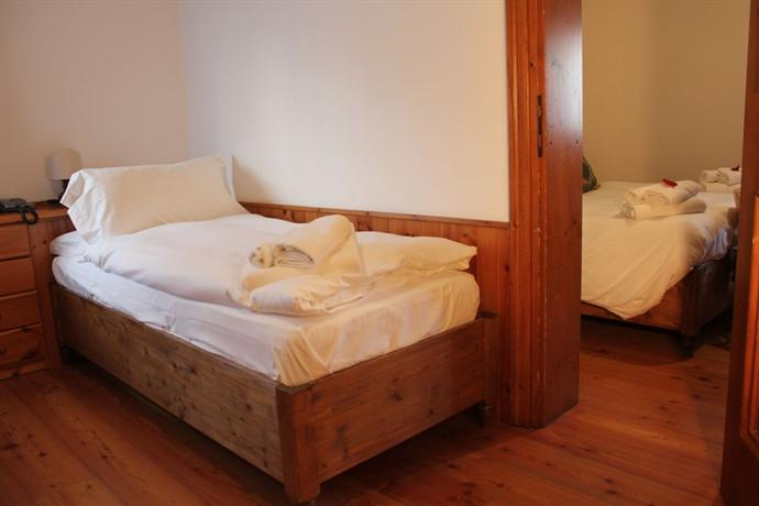 Hotel meuble royal cortina d 39 ampezzo compare deals for Hotel meuble royal cortina d ampezzo