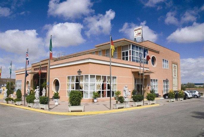 Jm jardin de la reina hotel guillena compare deals for Letras gijon jardines de la reina