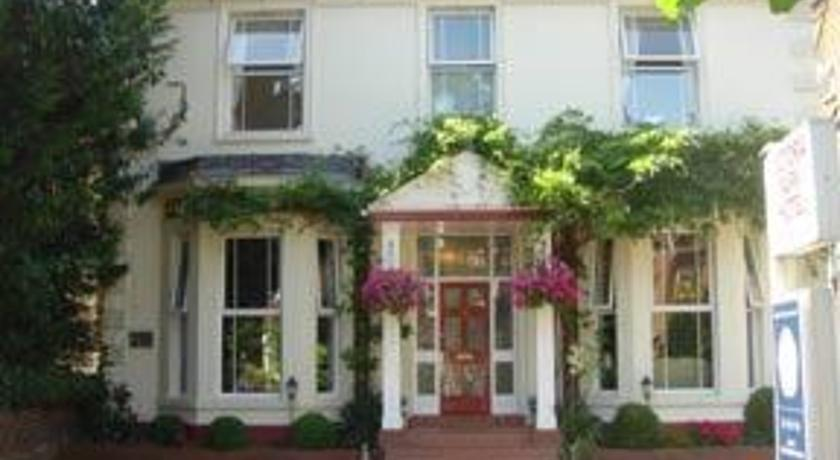 Victoria Park Lodge Leamington Spa - dream vacation