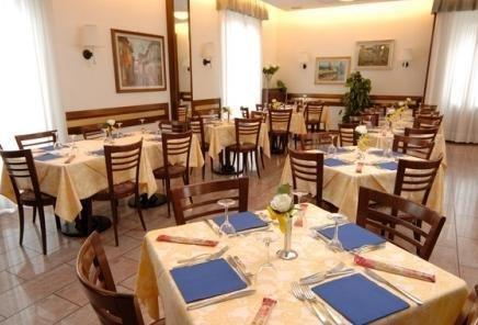 Hotel Crocenzi Borgo Maggiore - dream vacation
