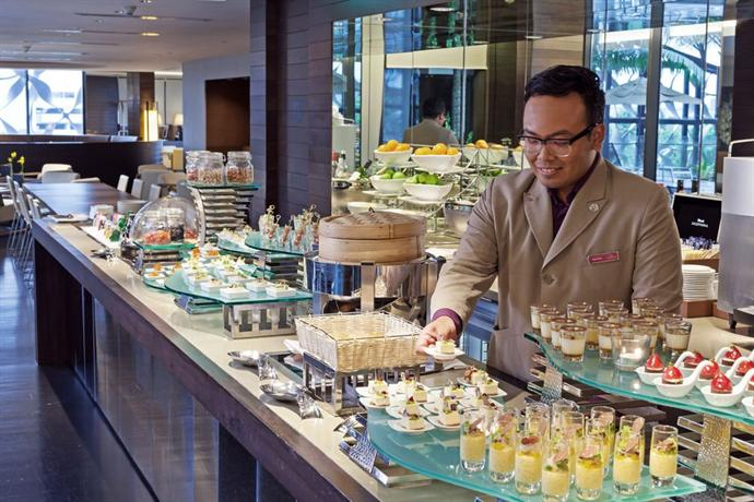 Crowne Plaza Hotel Changi Airport - dream vacation