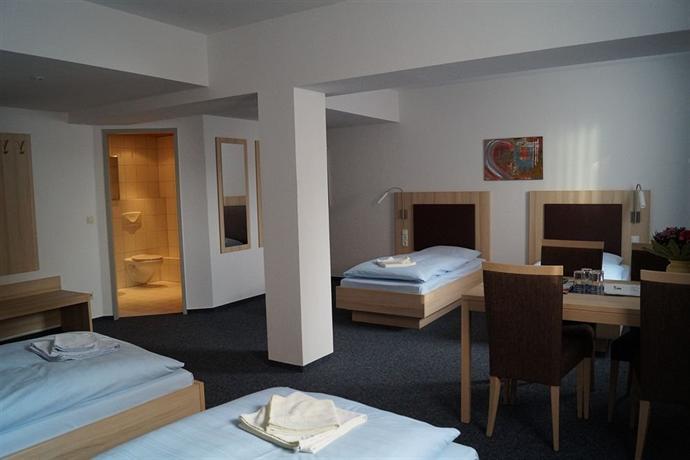 Hotel am Vogelsanger Weg, Dusseldorf  Compare Deals