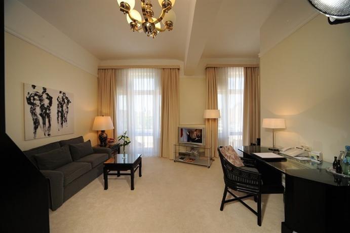 Villa Viktoria Hotel Dusseldorf - dream vacation