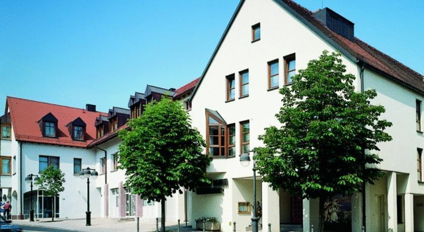 Hotel lamm wurzburg hochberg compare deals for Wurzburg umgebung hotel