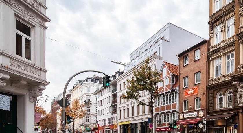 Ibis Hamburg Alster Centrum - dream vacation
