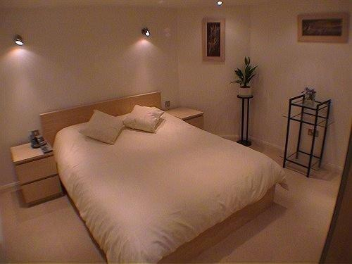 Earle House Serviced Apartments - dream vacation