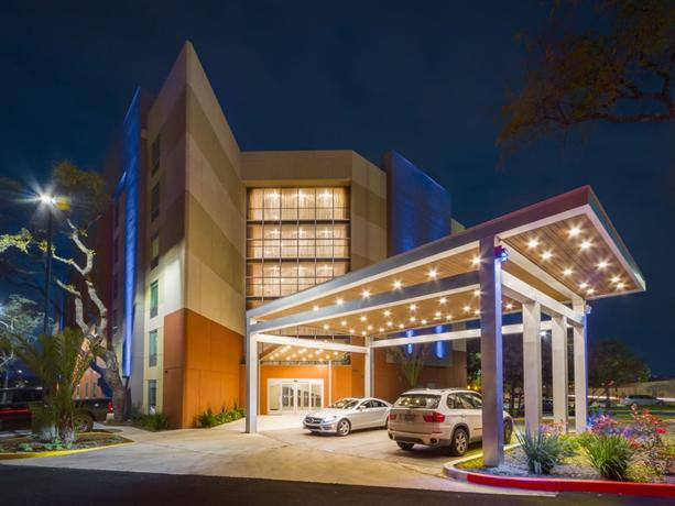 Holiday Inn Express and Suites San Antonio