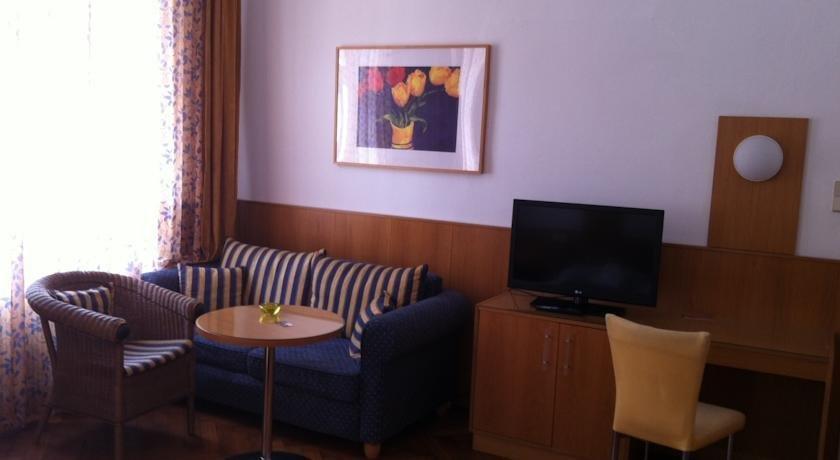 Madar Cafe Central Melk - dream vacation