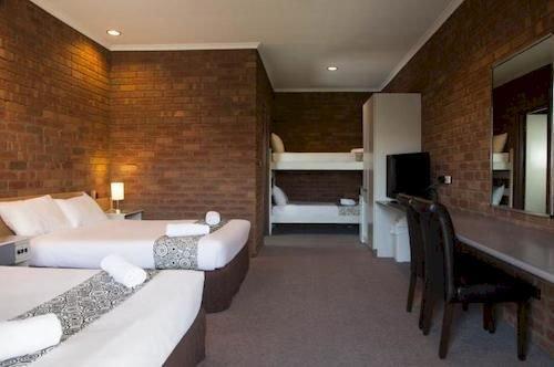 Fountain Court Motor Inn
