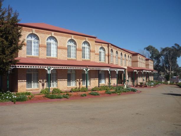 Heritage Motor Inn