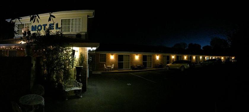 White Lanterns Motel
