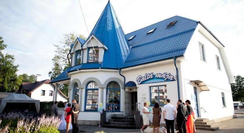 Balta maja Riga