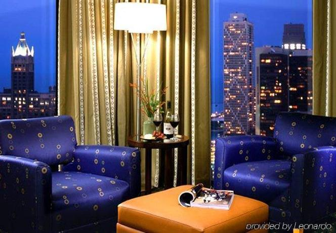 marriott chicago downtown magnificent mile compare deals. Black Bedroom Furniture Sets. Home Design Ideas