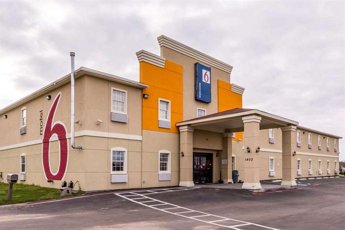 Motel 6 Jourdanton - dream vacation