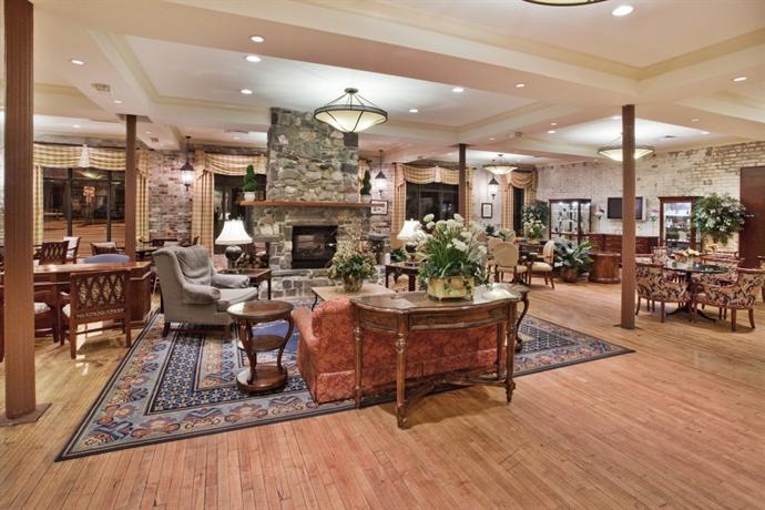 staybridge suites savannah historic district compare deals. Black Bedroom Furniture Sets. Home Design Ideas