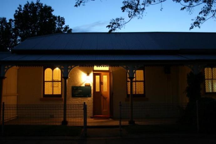 A Settlers Cottage - Bathurst CBD