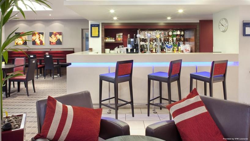 Holiday Inn Express Warwick Hotel - dream vacation