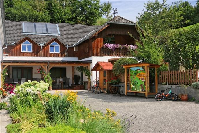 Loeschgruber Bauernhof Farmhouse Rechberg - dream vacation