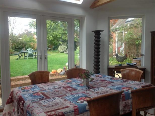Homestay in Reading near Caversham Park - dream vacation