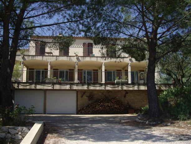 Homestay in Aix-en-Provence near Stade Maurice David - dream vacation