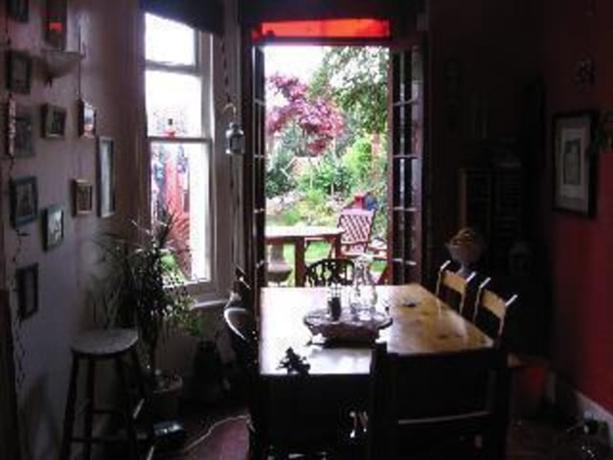 Homestay in Dawlish near Oakwood Court College - dream vacation
