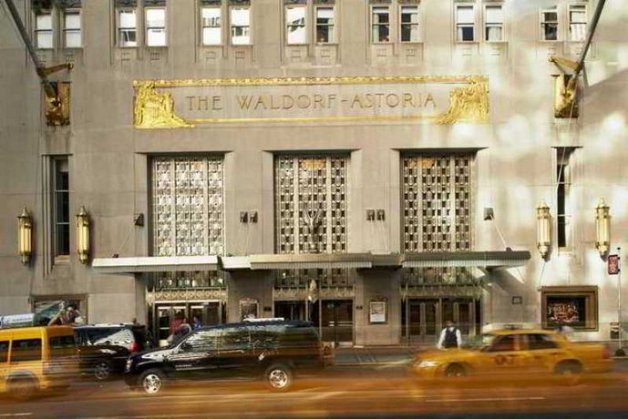 The Waldorf Astoria   front off house