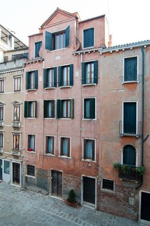 Fenice Apartments in Venice
