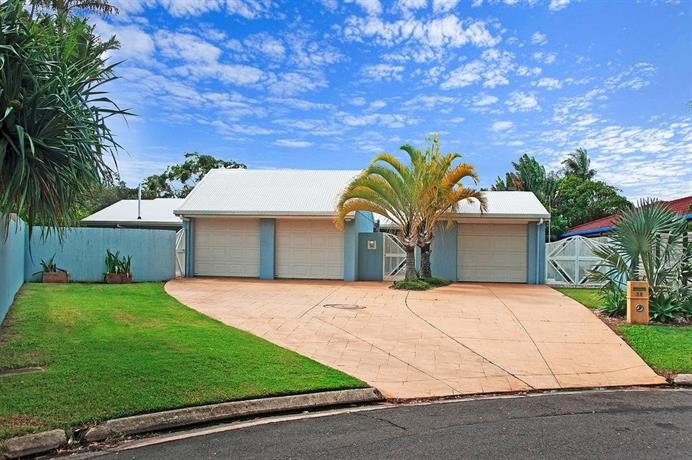 Photo: Balyarta 38 - 4 BDRM Canal Home with Pool
