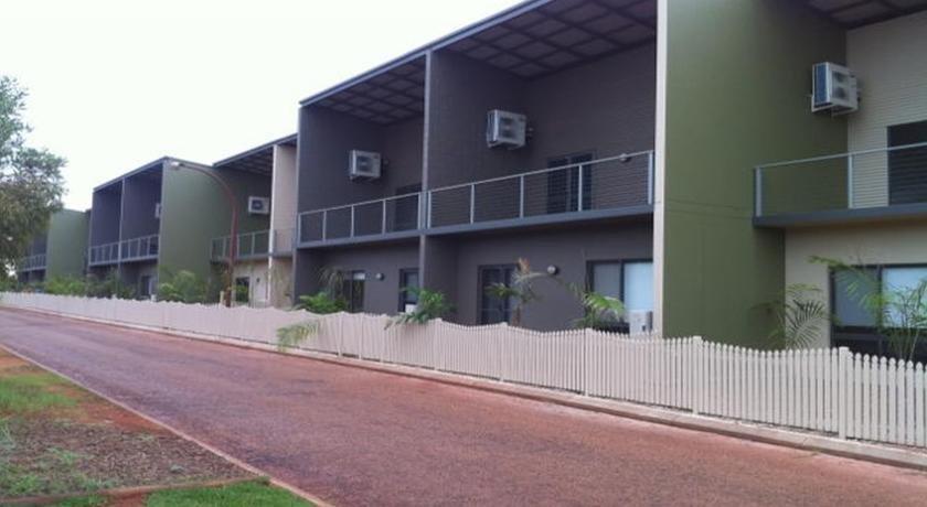 Photo: Breezes Apartments