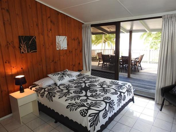About bs beach house on muri lagoon