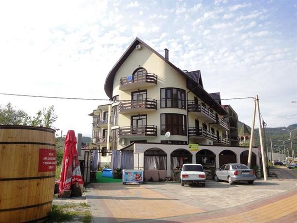 Отель Ривер