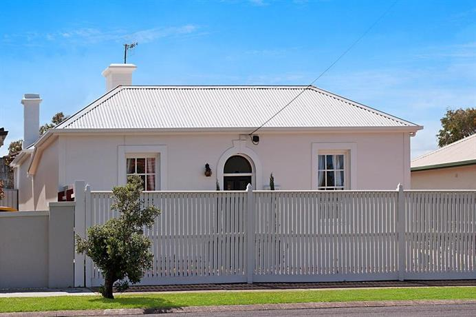 Photo: Historic Central Cottage In Warrnambool