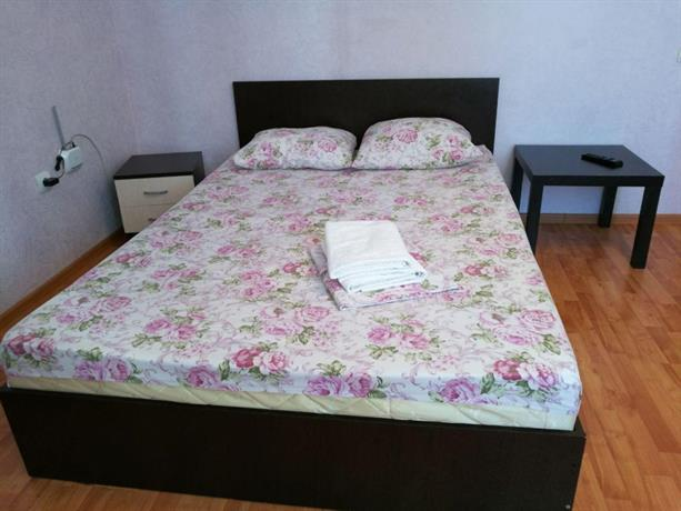 "Apartment ""Kvartirniy Vopros"" on Artema 64"