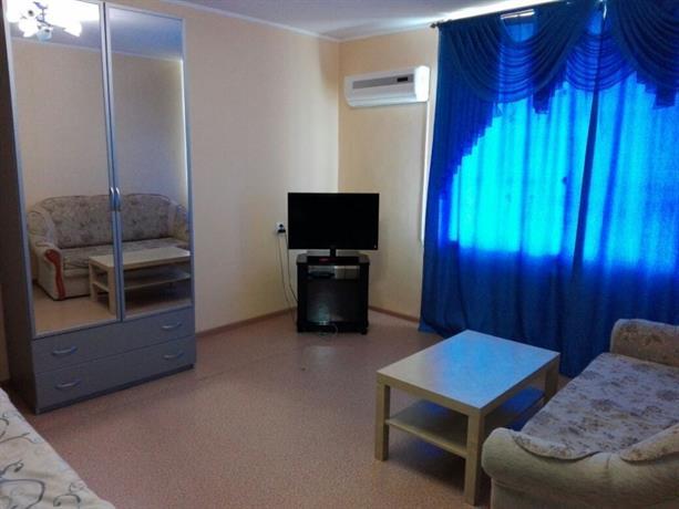 """Apartment """"Kvartirniy Vopros"""" on Lazurnay 17"""