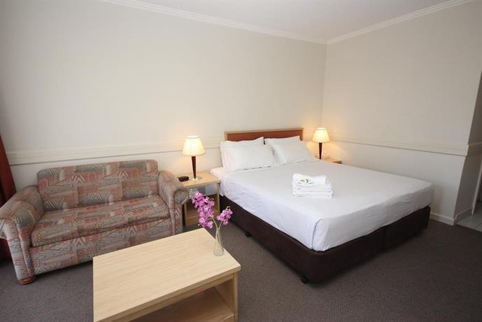Photo: Nightcap at Matthew Flinders Hotel