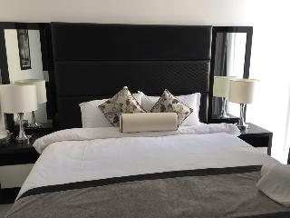 Espace Holiday Homes - Giovanni Boutique Suites 6 Images