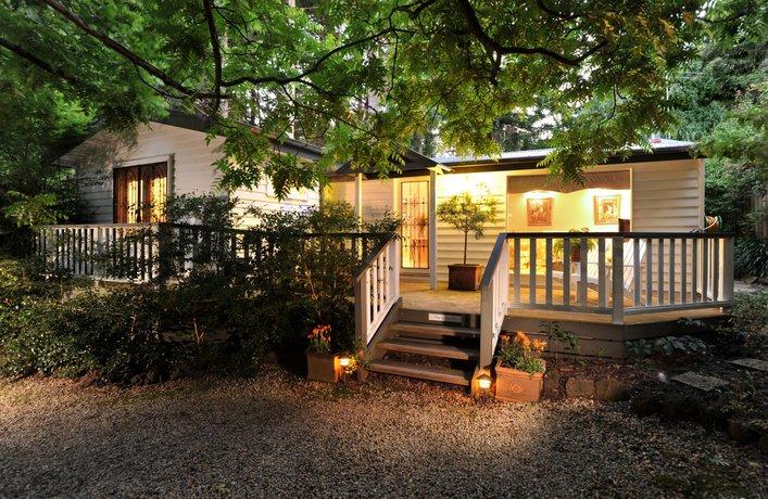 Photo: Clarendon Cottages