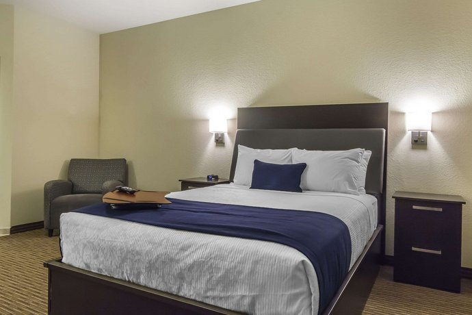 Quality Inn & Suites Moose Jaw Images
