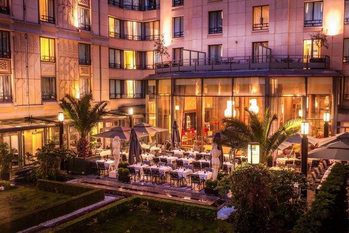 The Hotel du Collectionneur Arc de Triomphe