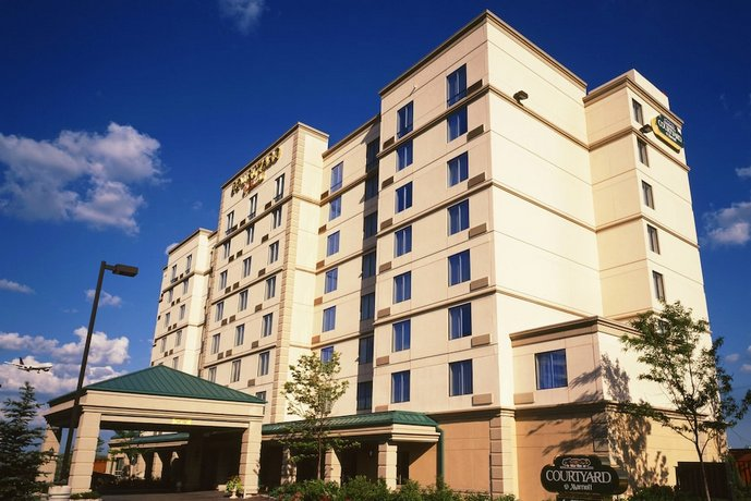 Courtyard by Marriott Toronto Airport Images