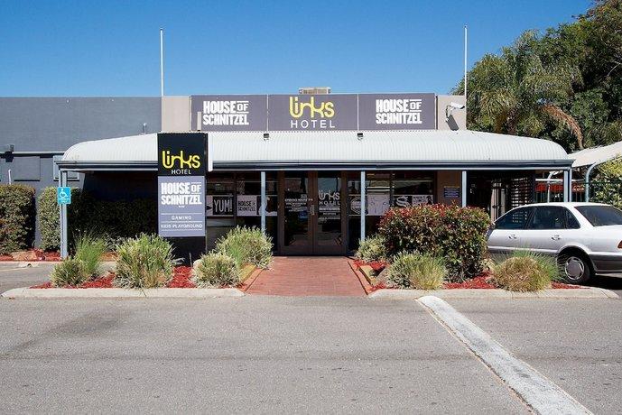 Photo: Links Hotel Adelaide